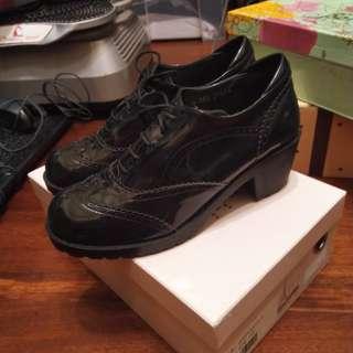 漆皮牛津低跟靴