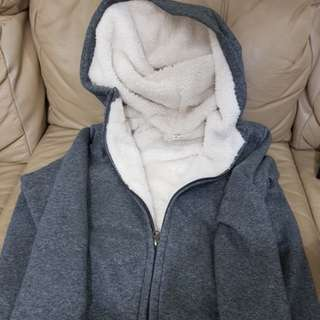 Winter clothing clothes L size from Uniglo wear only 4 times letting go cheap