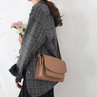 Fitroom🎀 韓國簡約質感純色單肩皮包 三色 黑杏卡其