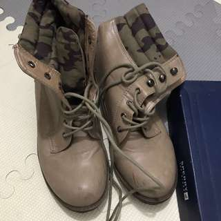Beige&camou boots