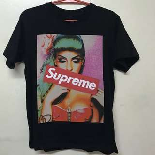 Authentic Supreme Tee From Canada 🇨🇦.. small to medium size.