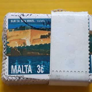 MALTA - 100 STAMPS LOT ( 1 BUNDLE )  - 3 c - Commemorative - vintage Used Stamp