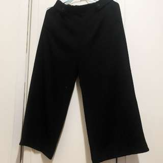 鈕扣造型黑色寬褲
