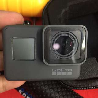 Gopro hero 5 black with 16gb organizer and  accesories