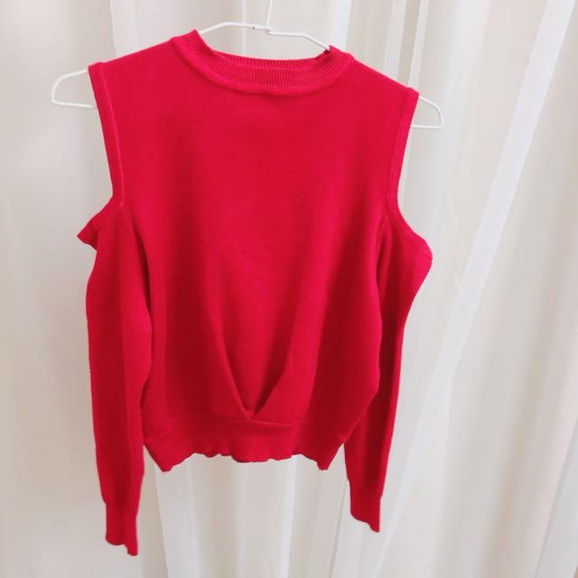 韓系紅色針織上衣挖洞露肩短版