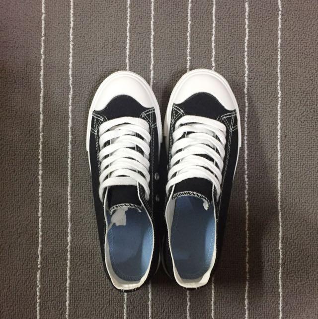 極相似無印帆布鞋