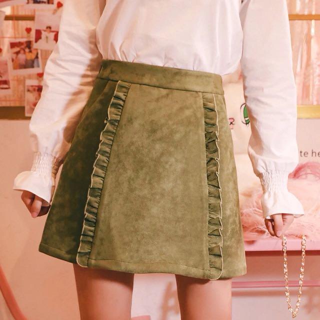 綠色麂皮荷葉邊短裙