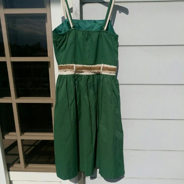 草綠色渡假風刺繡膝上洋裝