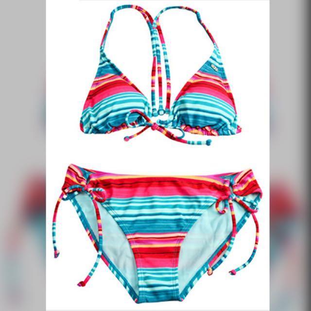 全新 正品 正貨 專櫃 roxy 衝浪品牌 運動品牌 bikini 比基尼 成套比基尼 綁帶 美背 前綁 綁帶 成套 條紋 彩色 繽紛 條紋 夏天 夏日 海灘必備 沙灘必備 海邊 海邊必備