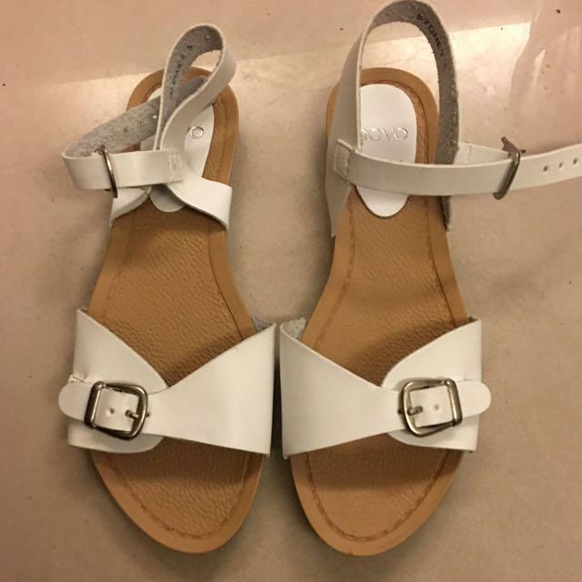 《降》全新 白色涼鞋 澳洲購入size 5 (免運費)