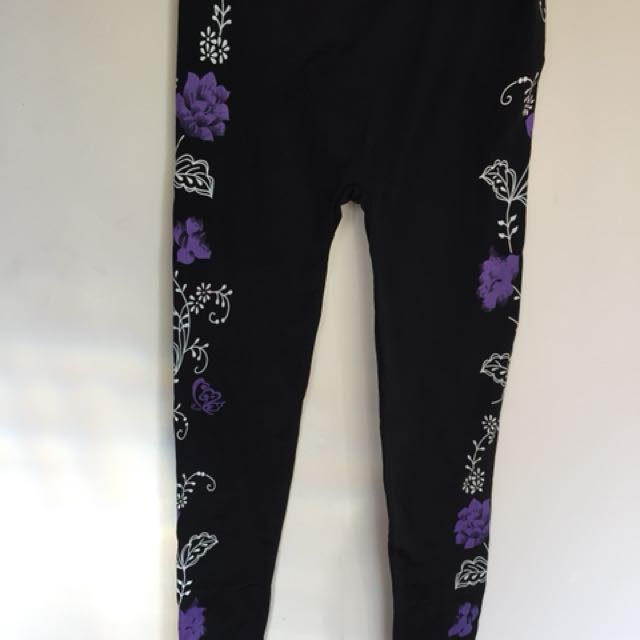 Black leggings with floral pattern