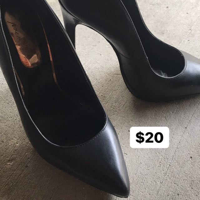 Black Pumps / Heels