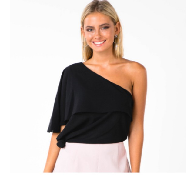 BNWT ONE SHOULDER BLACK KNOT TOP