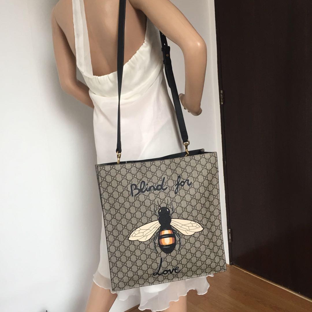 15da4a355f0 Gucci Tian Bee Print Soft gG Supreme Tote
