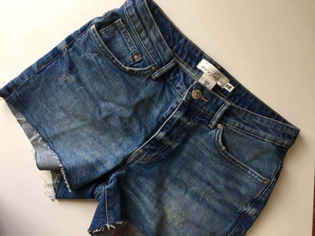 H&M Hot pants Masih baru belum pernah di pakai krn kekecilan, tag harga masih ada beli 399.900 dijual rugi 200.000 No Nego sadis yah sis
