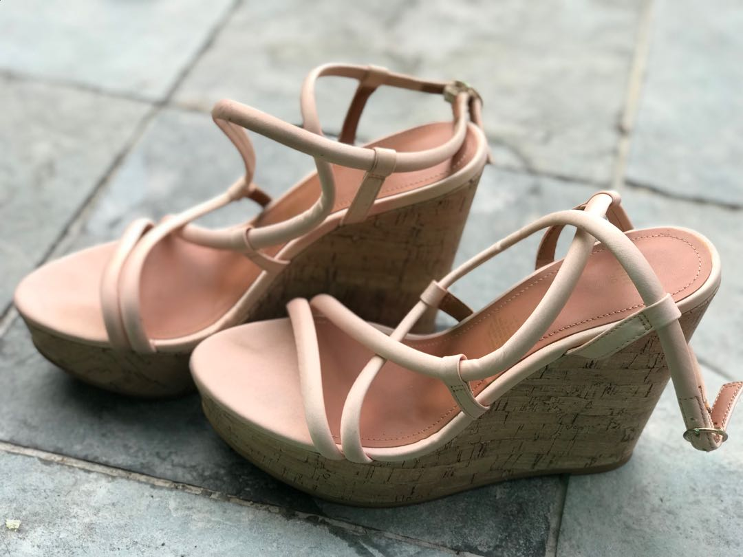 01b422b146 H&M wedges, Women's Fashion, Shoes on Carousell
