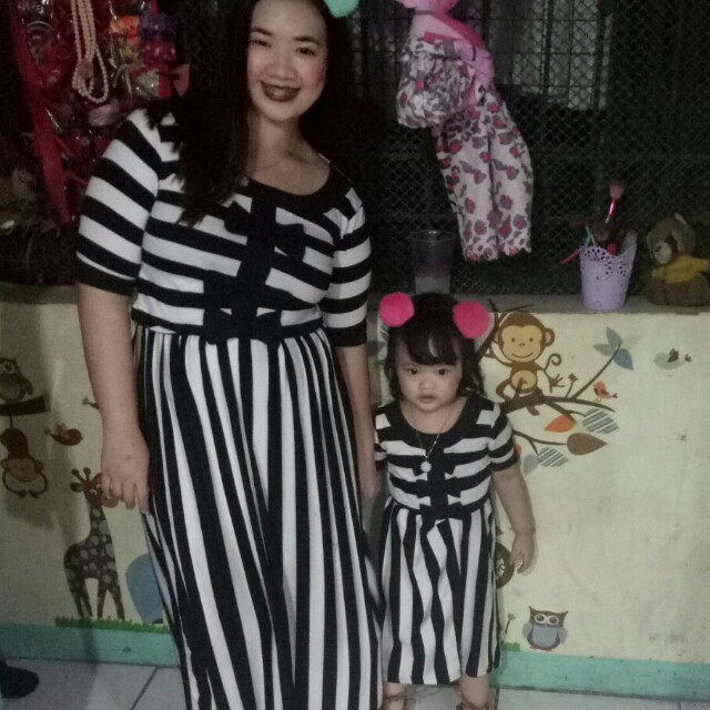 Mom and daughter twinning