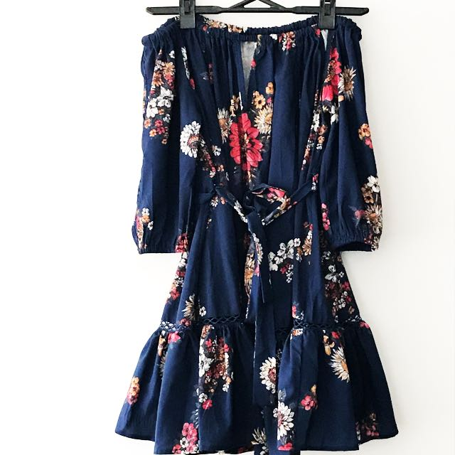 Off shoulder navy floral dress size 8