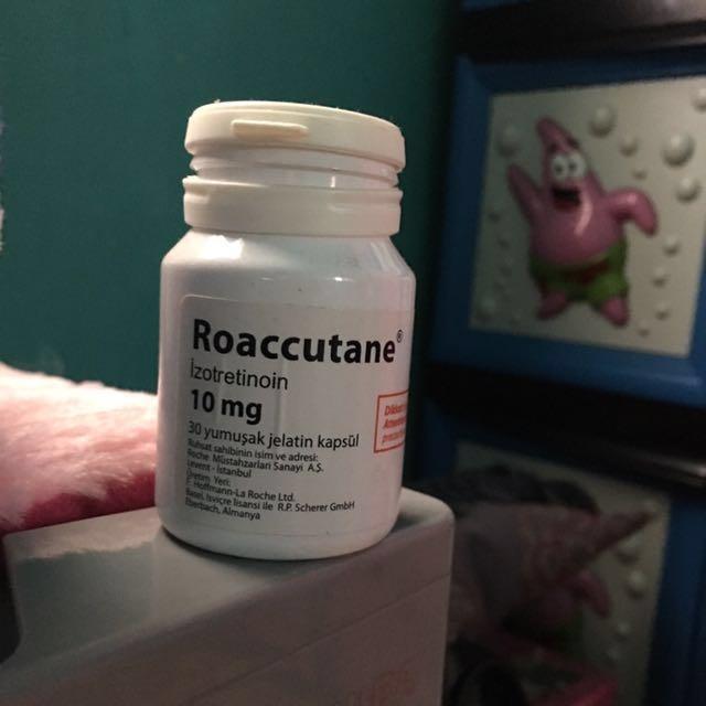 Roaccutane .. kapsul untuk jerawat parah atau jerawat batu..bgs bgt isi tinggal 28 kapsul..baru minum 2...dr isi 30 kapsul