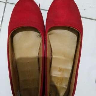 Flat shoes merah