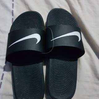 Original Brand new Nike slippers size is US 6 y