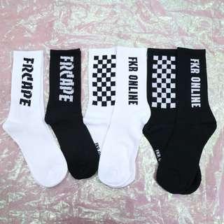 英文/棋盤格造型中性襪