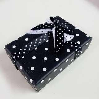 黑白圓點首飾盒 20個  (全新)