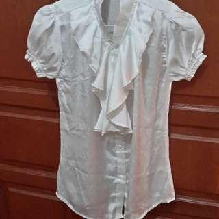 Baju putih kerja wanita