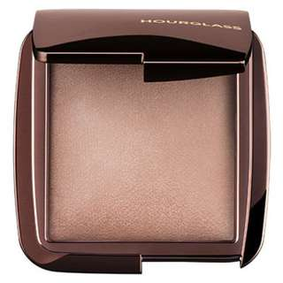 Hourglass Ambient Lighting Powder Highlighter in Radiant Light