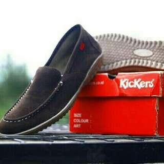 sepatu kickers slip on