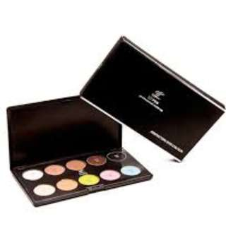 LT PRO Perfecting Eye Colour Palette 10 shades Matt ( 30 g) Long-lasting, easy to blend eyeshadows