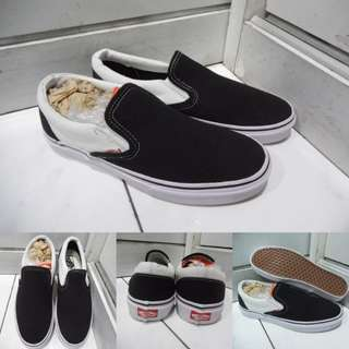 Sepatu Kets Sneakers Vans Slip On Classics Canvas Black list White Hitam List Putih