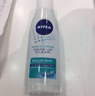 Free Nivea white oil control makeup clear (water type)