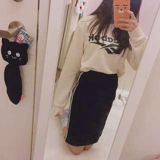 側條紋黑中長裙