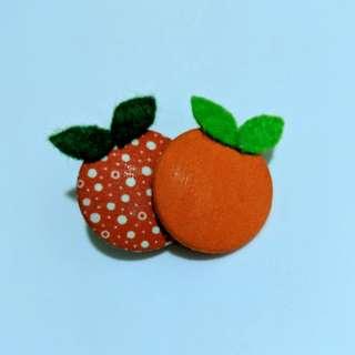 Oranges brooch