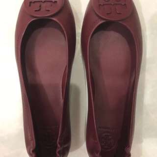 Tory Burch Flat Shoes in Maroon