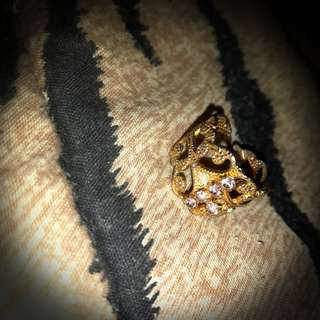 Gold ring - size 6.5