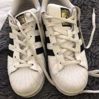 Adidas superstars male size 7