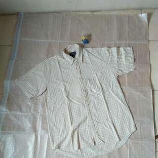 Baju kemeja buttondown putih bukan flannel uniqlo
