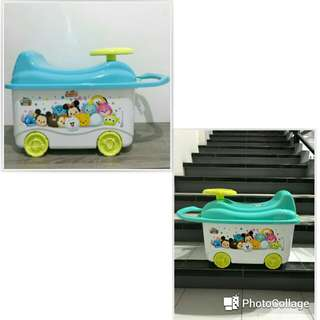 Container dan barang mainan anak