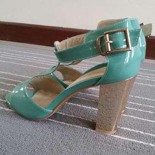 Tosca gold heels bagus !!!