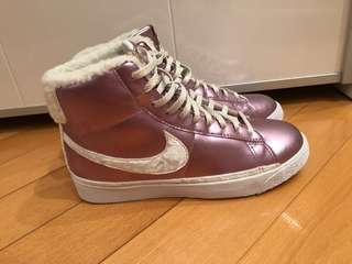 Nike pink sneaker
