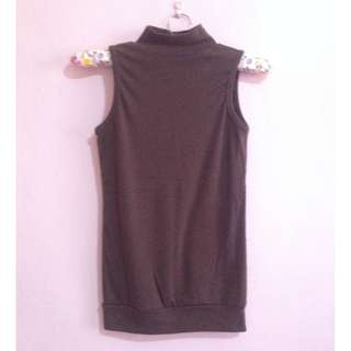 BROWN TURTLENECK SLEEVELESS TOP