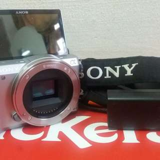 Sony a5000 body + chager +tali. Siapa yg brminat bleh whats app at  0172749120...nego...nego...