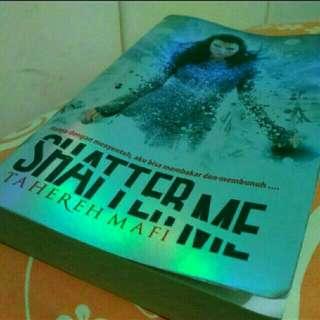 Shatter Me byvTahereh Mafi