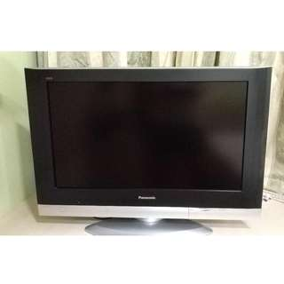 Panasonic 32 inch LCD TV  + wall mount bracket
