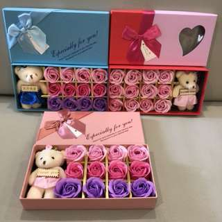 ❗️Box or Roses with light stains❗️(refer pic 2,3 & 4)🌹12 stalks of handmade scented roses 🌹+ a cutie bear 😄