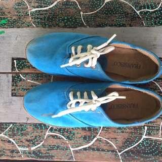 Sneakers Biru