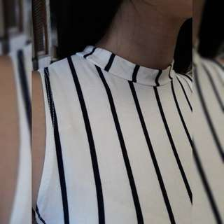 Stripped semi turtle neck top👚