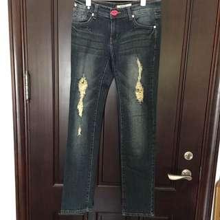 直筒刷破牛仔褲